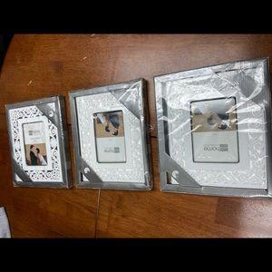 3 Porcelain white leaf picture frames